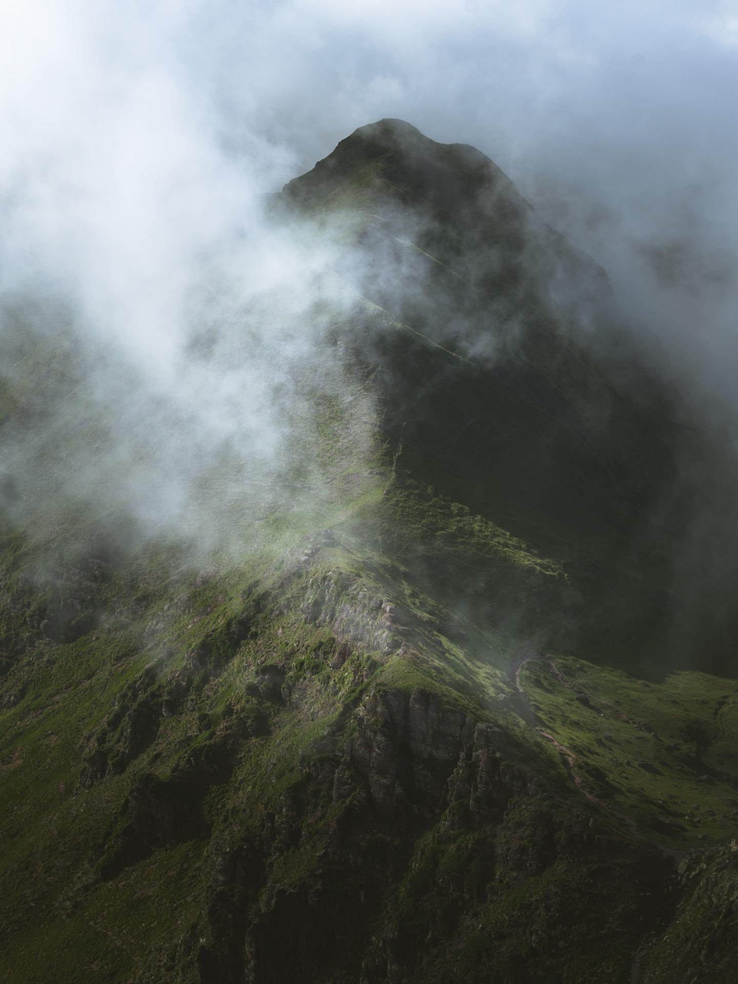 montagne et brume