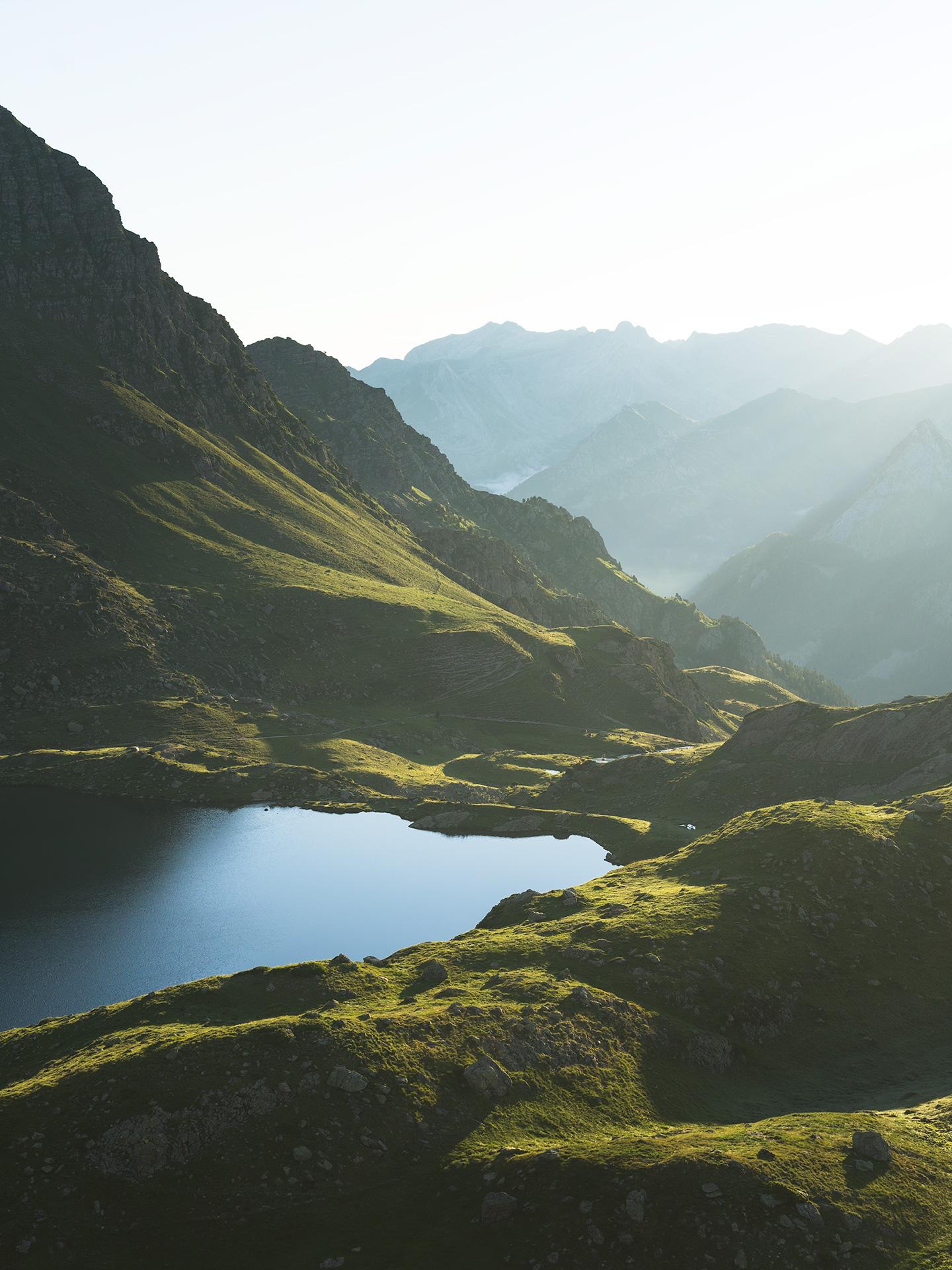 lac dans les pyrénées